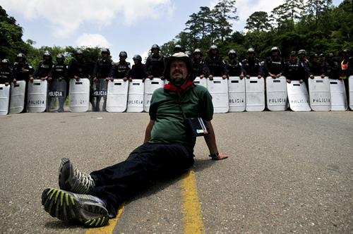 Manifestante pro Zelaya / Foto EFE