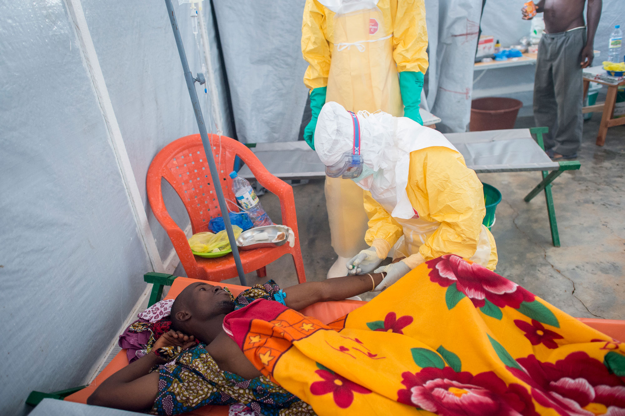 Ébola_Sylvain Cherkaoui