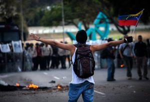 (32)VENEZUELA-CARACAS-SOCIEDAD-PROTESTA