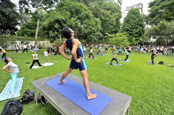 Yoga-en-el-parque-Generalísimo-Francisco-de-Miranda-580x385