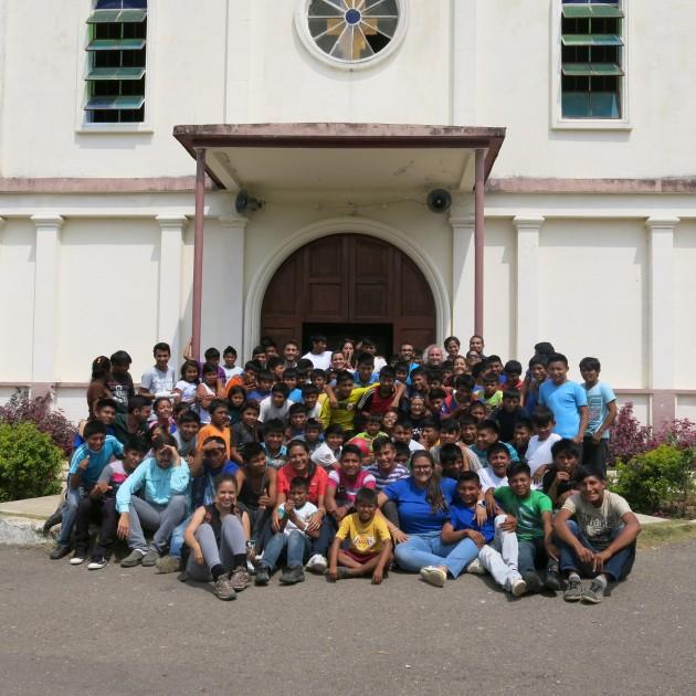 Frente a la misión Los ángeles del Tukuko_Minerva Vitti