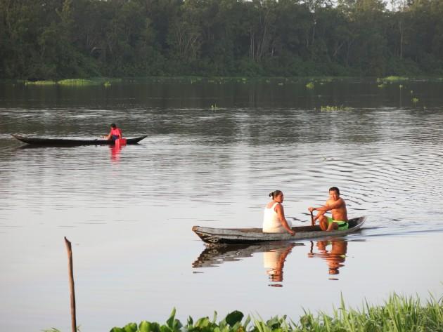 En una red de caños intrincados habitan los habitantes de la etnia warao. Foto: Minerva Vitti