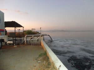 Descarga de Aguas Residuales Sur de Maracay por Muro La Punta 19-01-2016