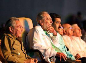 Fidel Castro asiste a celebración por sus 90 años en La Habana